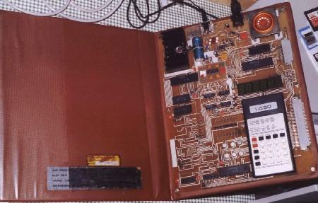 www.robotrontechnik.de/bilder/Lerncomputer/LC80/LC80_3_k.jpg